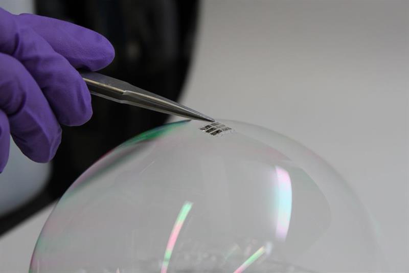 Thinnest, lightest solar cells ever made