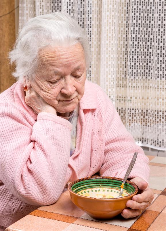 Image of: Woman Over One Million Elderly People In The Uk Suffer Independent Nurse Malnutrition In The Elderly
