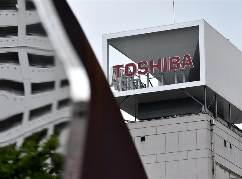 Toshiba shareholders approve sale of memory chip business