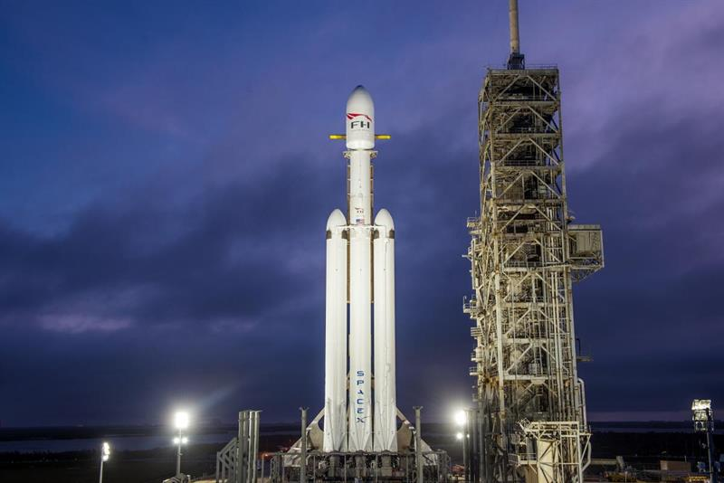 SpaceX Falcon Heavy towers over historic Apollo launchpad