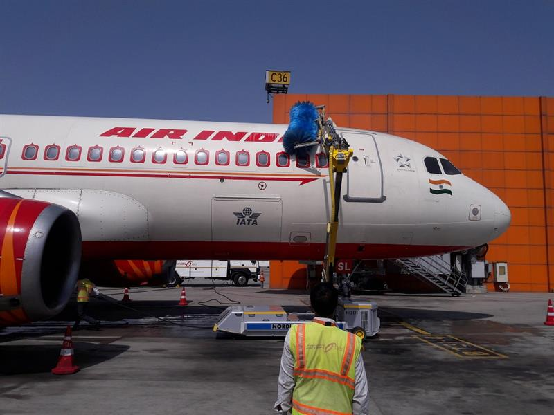 Air India Sats Invests Rs 55m In India S First Automated Aircraft Cleaning Robot