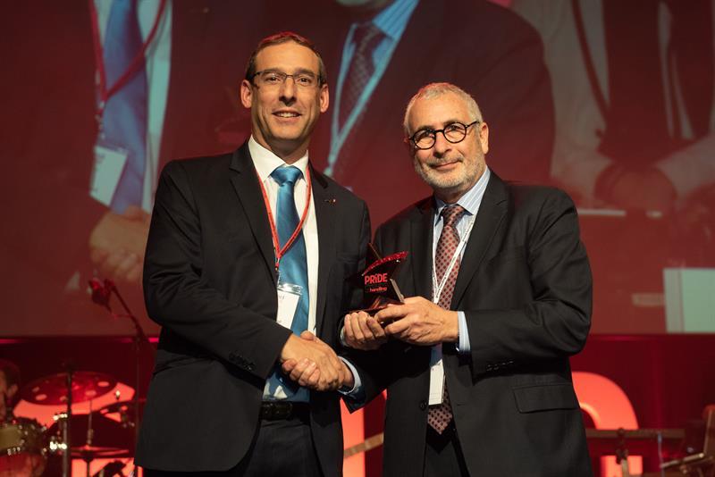 Jean-Luc Payot accepting Swissport-Finnair's award