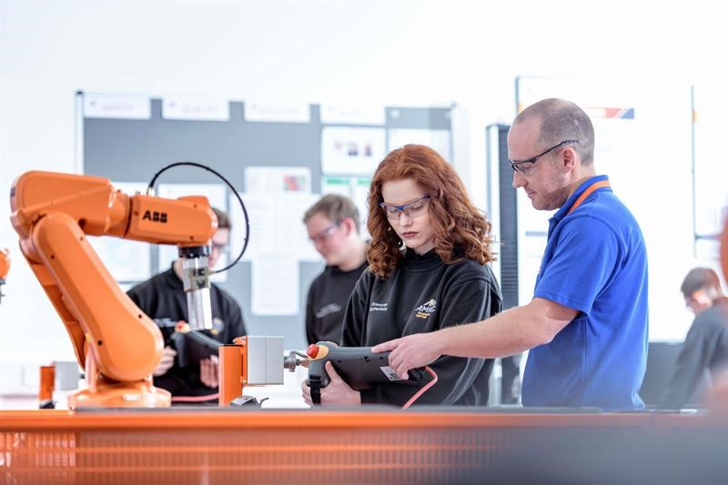 Machinery - Engineering firms lead the way in apprentice recruitment