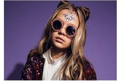 Child wearing Zoobug frames